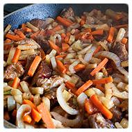 Доводим мясо и овощи до готовности
